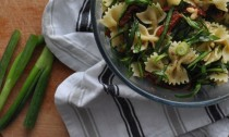 Spring Onion, Spinach, and Sundried Tomato Pasta